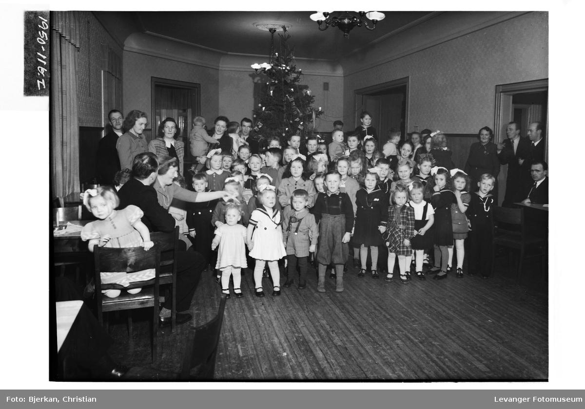 Juletrefest for ansatte med familier på Hilderen fabrikk i Levanger II