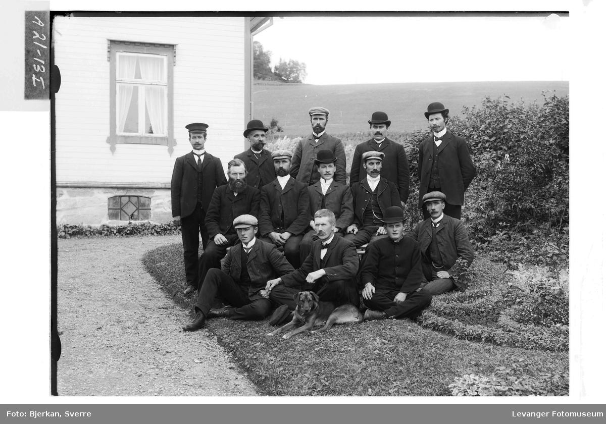 Elever og lærere på Hylla Havebrugsskole.