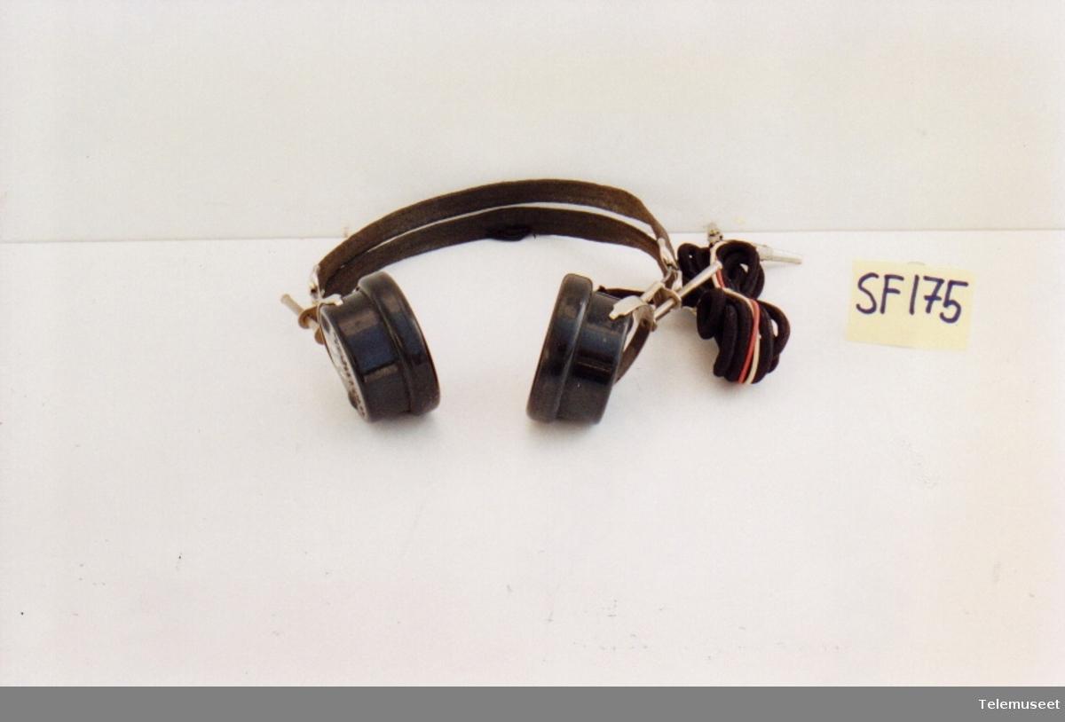 med to hørekapsler og bøyle