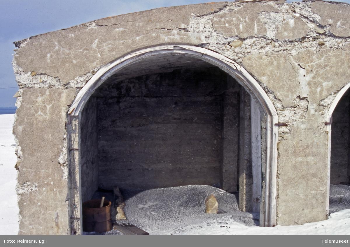 Bygninger Svalbard - Finneset - Grønfjorden - rester aggregathus detaljer