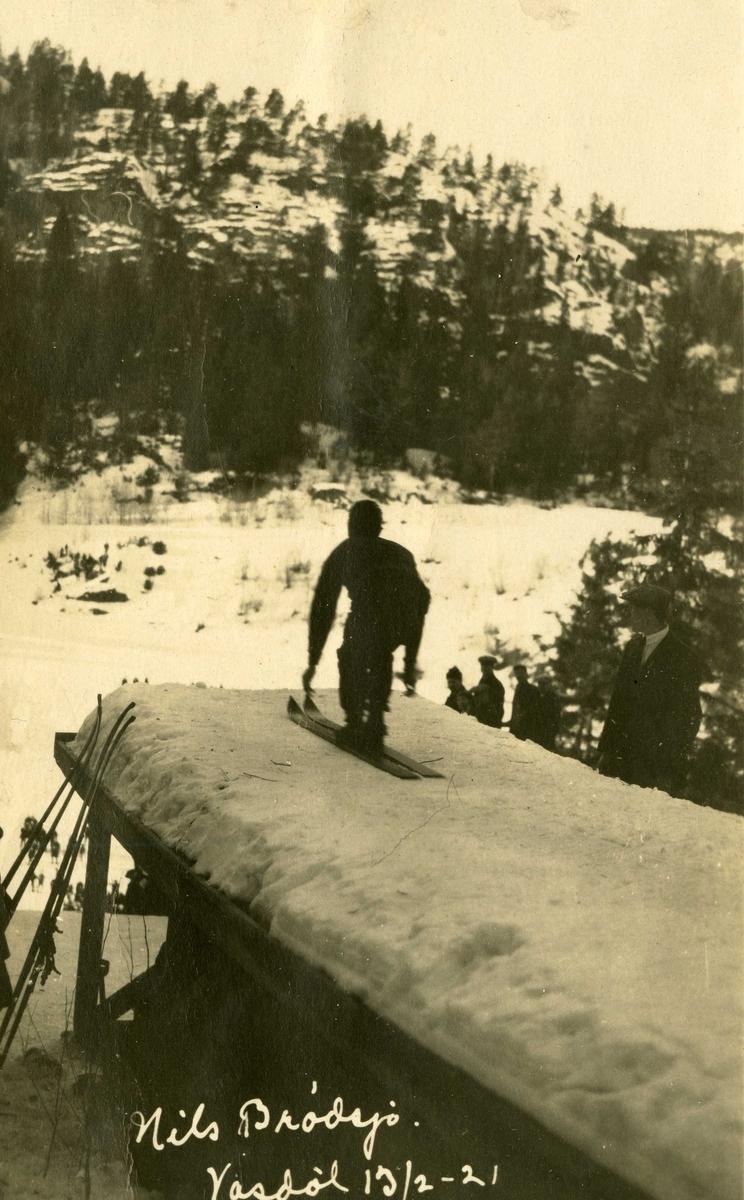 Nils Brødsjø hopper i  Vasstølbakken, Sannidal  13.02.1921.