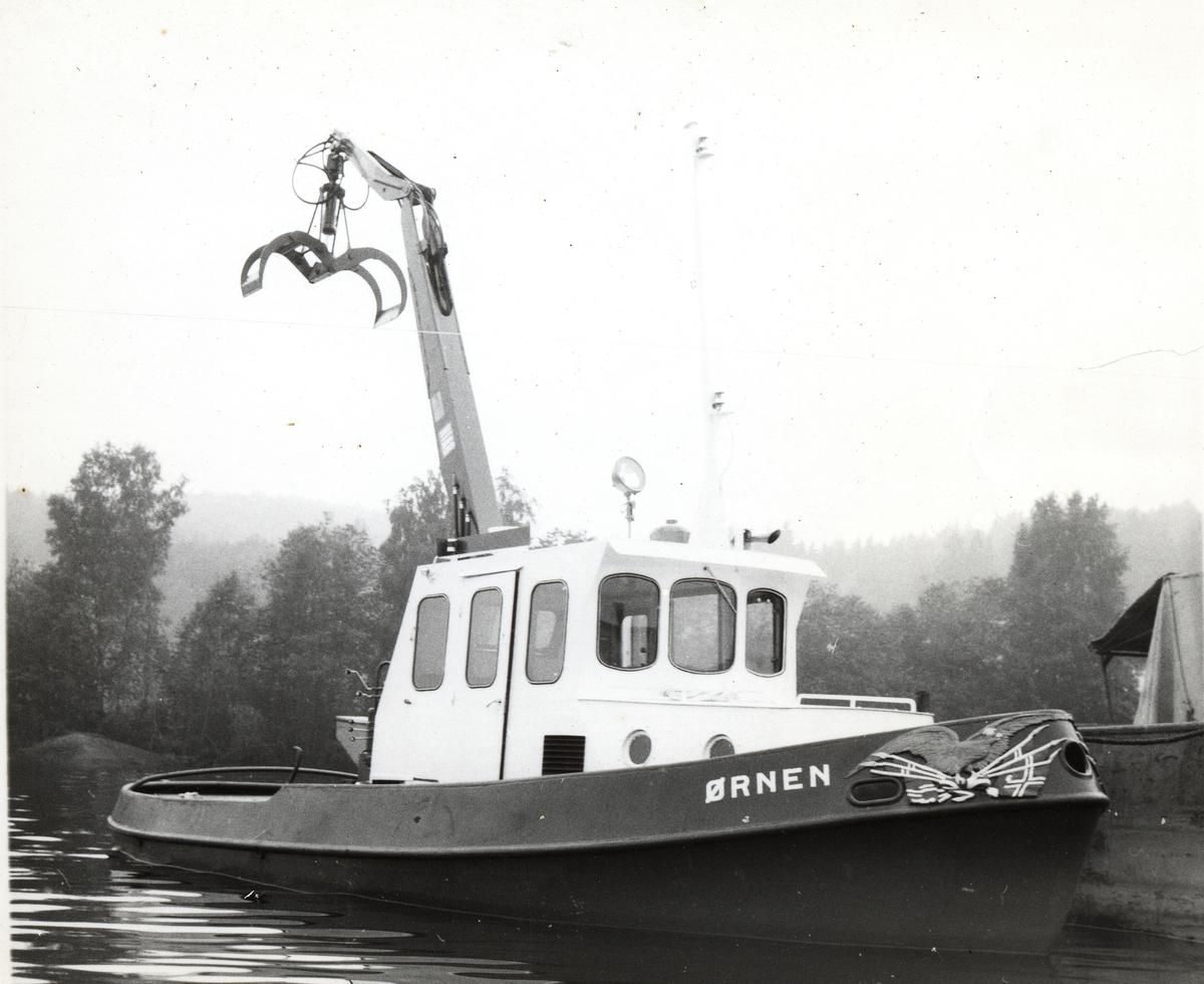 Slepebåten Ørnen med kran