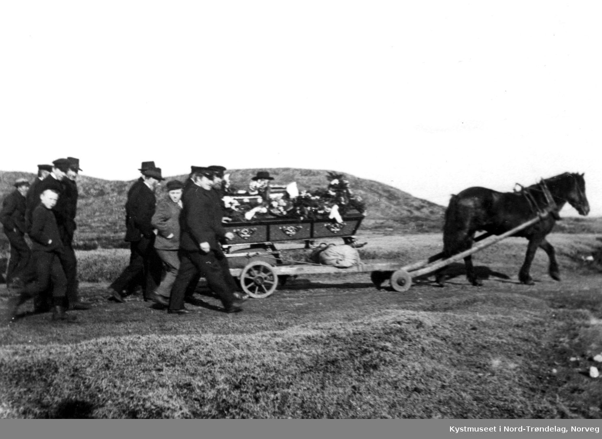 Leka kommune, Begravelsesfølge på Leknes