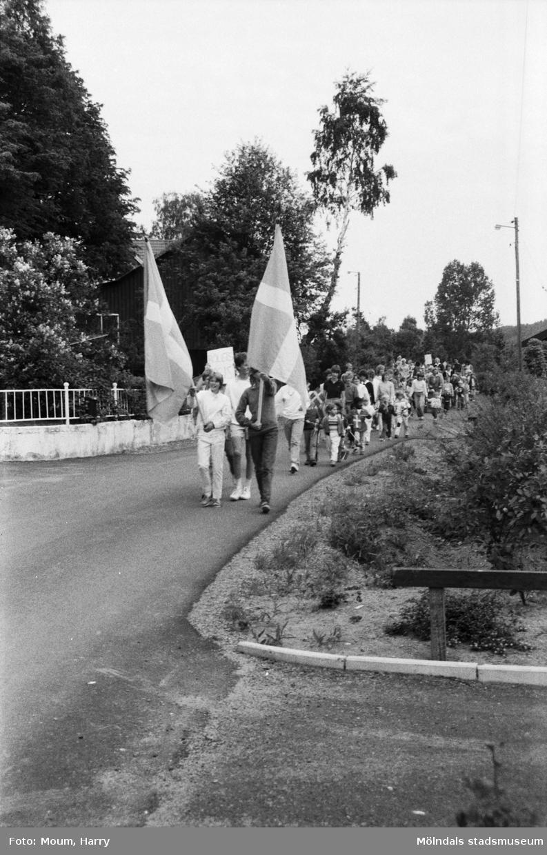 Nationaldagsfirande i Kållered, år 1984.  För mer information om bilden se under tilläggsinformation.