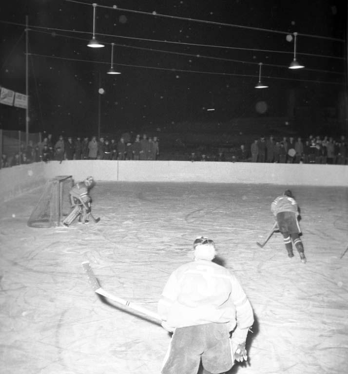 """Enligt notering: """"Ishockey. Odin - Vänersborg 5/2 1960""""."""