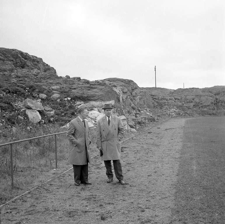 """Enligt notering: """"Grundsunds Idrottsplats Okt -60""""."""