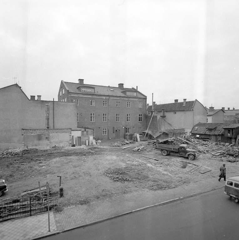 "Enligt notering: ""Rådhuset baksida Jan 1961""."