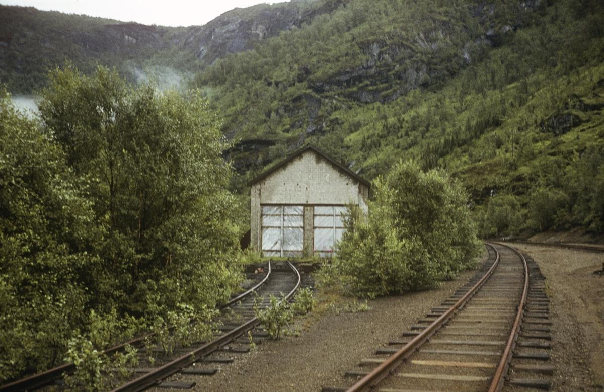 Lokomotivstallen ved Sjønstå på Sulitjelmabanen.