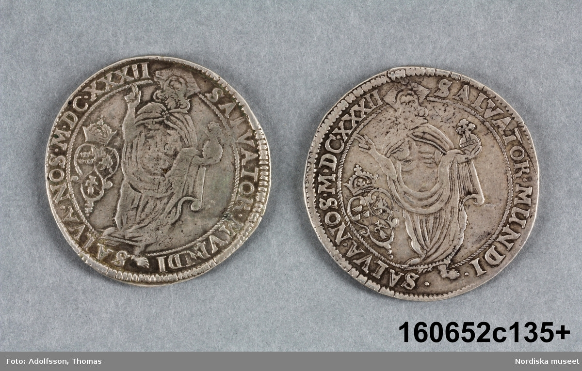 Två likadana mynt.
