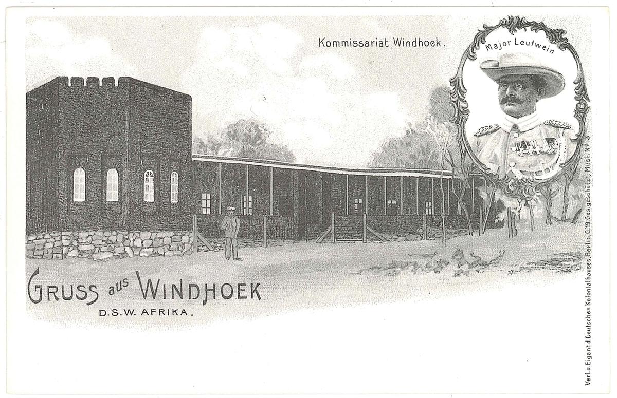 Vykort med motiv: Kommisariatet i Windhoek.  En samling vykort som är gjorda under slutet av 1980-talet av original från omkring sekelskiftet 1900.