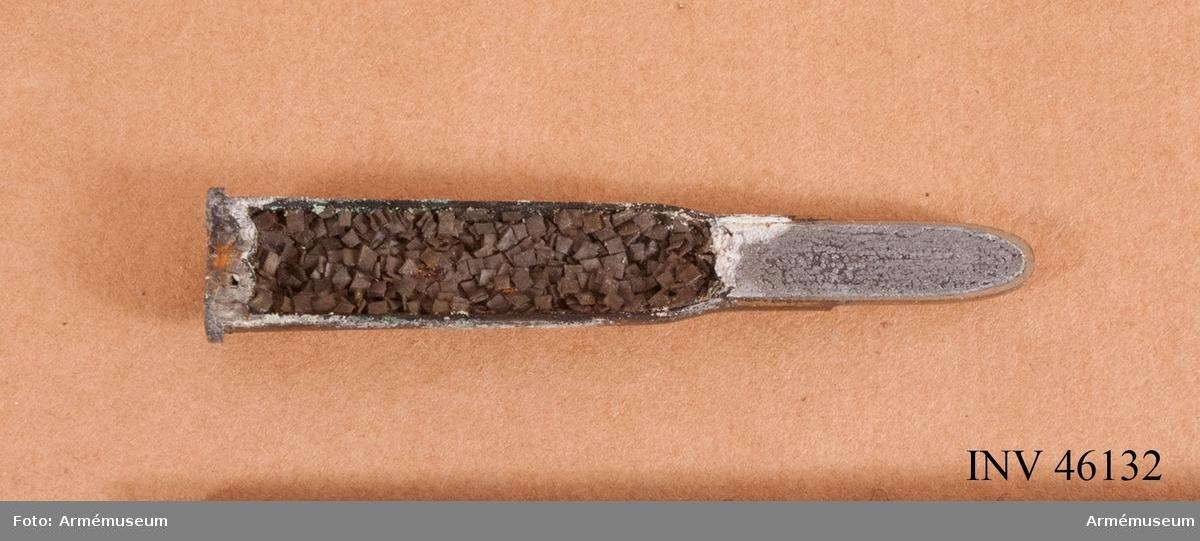 Grupp V. Skarp 8 mm genomskuren patron m/1889. Med mantel av koppar och nickel för röksvagt krut till 8 mm gevär m/1867-89.