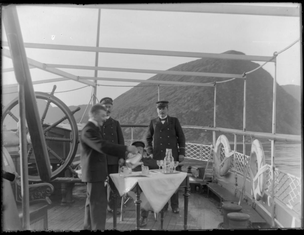 Fire menn om bord på dampskip 'Haakon'