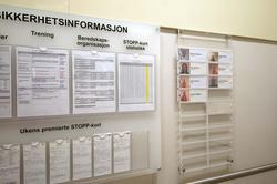 Informasjonstavle i korridor på Valhall PH.