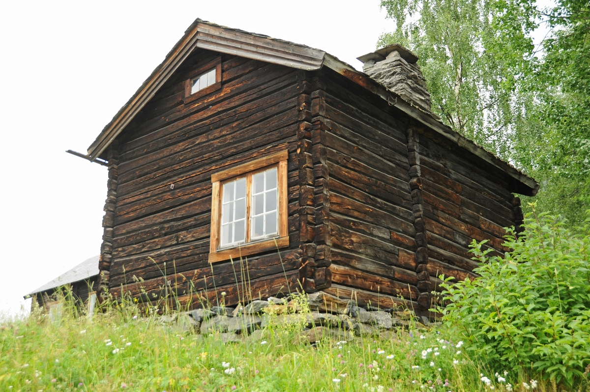 Lærarbustad frå 1800-talet etter folkeminnesamlaren, omgangsskulelæraren, bonden, kyrkjesongaren og kjøkemeisteren Andris Eivindsson Vang.