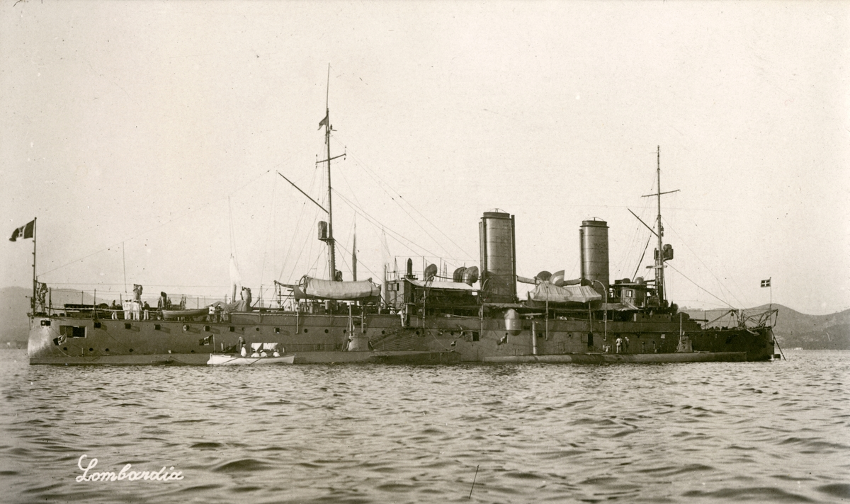 Italienska kryssaren LOMBARDIA. Sjösatt 1890.