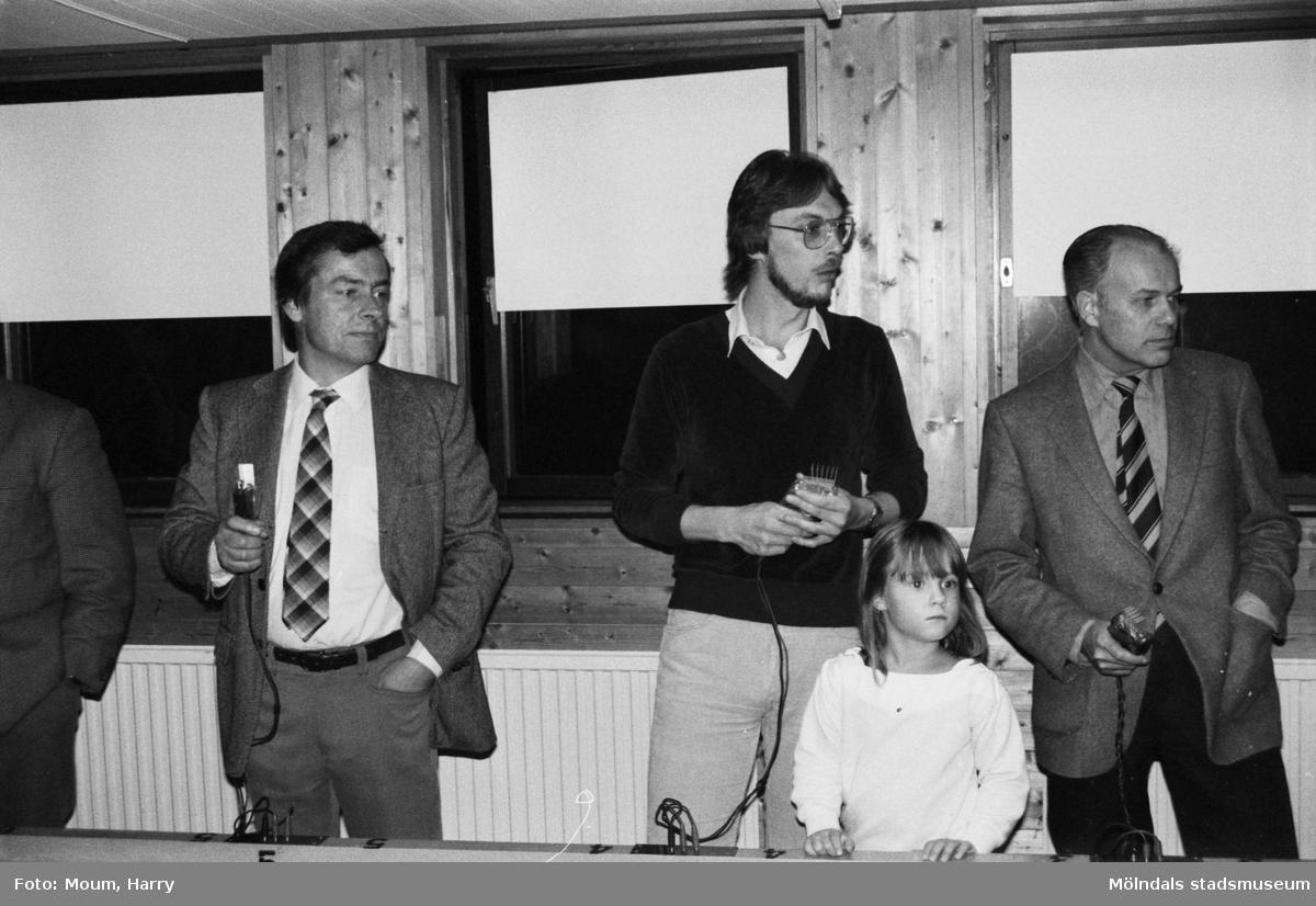 Mölndals Motorklubb återinviger sin miniracingbana i Rävekärr, Mölndal, år 1983.  För mer information om bilden se under tilläggsinformation.