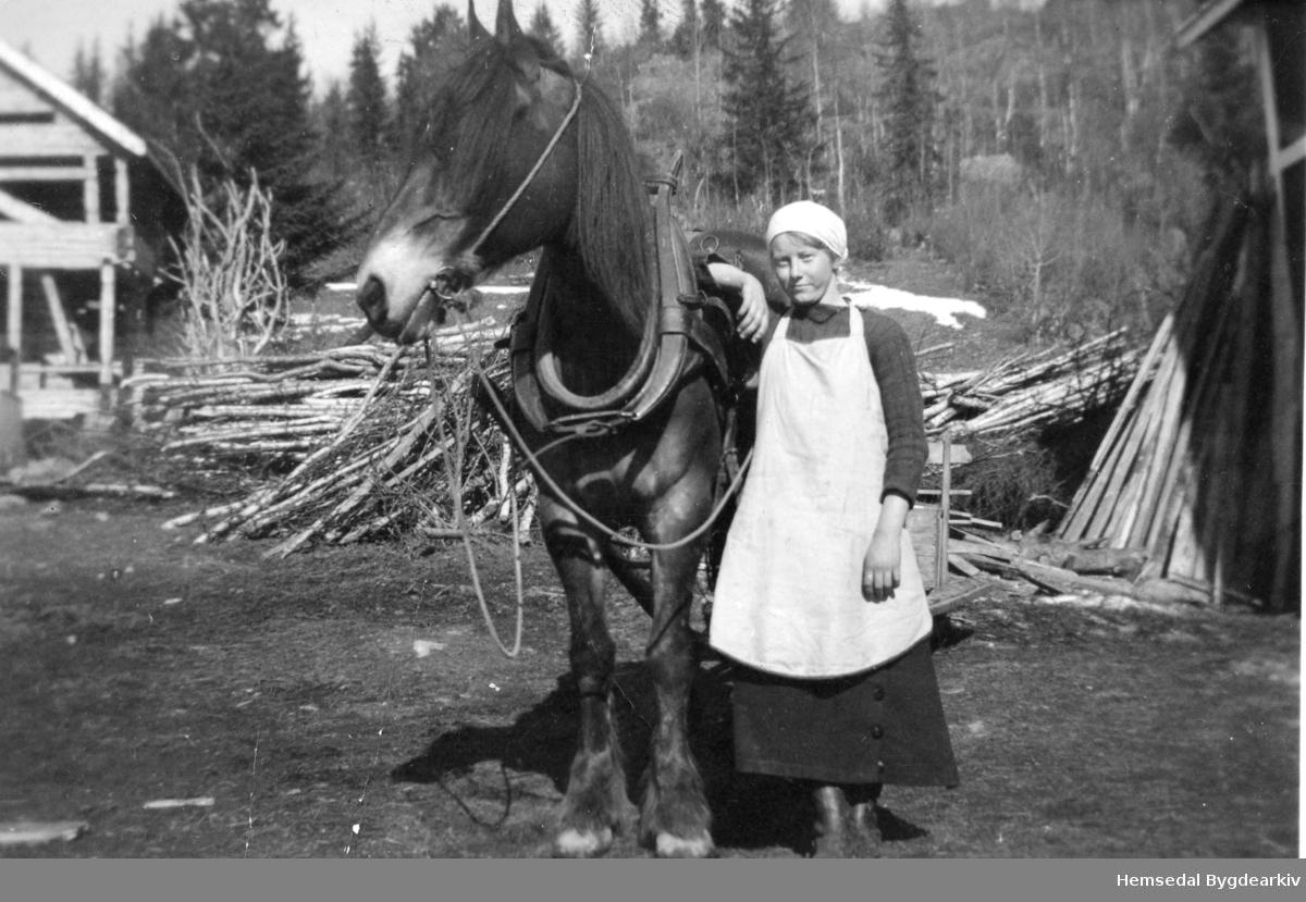 Maria Dalene var tenestejente i Huso i Eikre i Hemsedal.