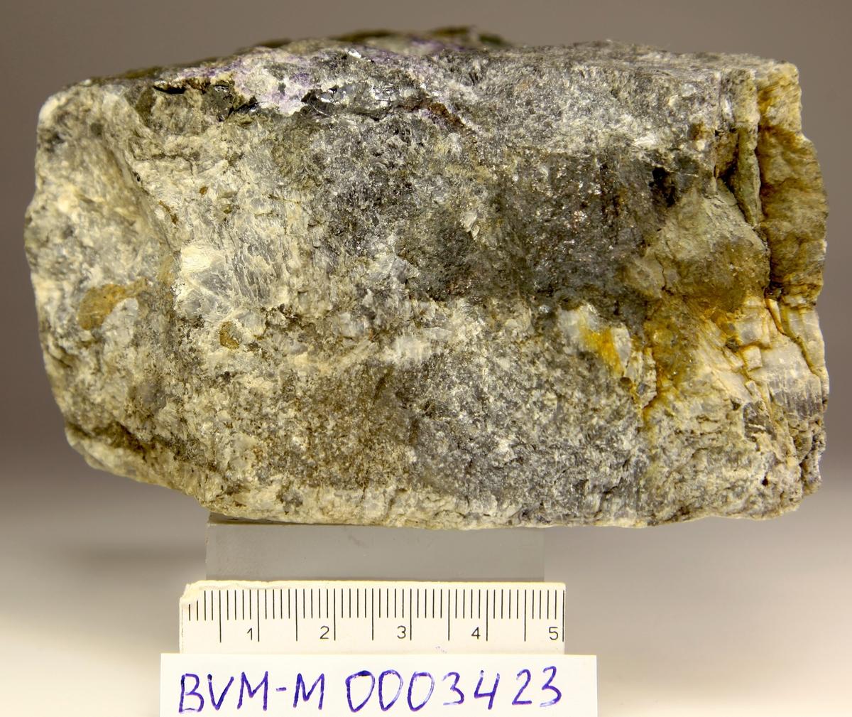 Sølv, rikt gangstykke med mange mineraler, kalsitt, Ag, sl, f, flusspat + + glideflater? Tipp Klausstollen.