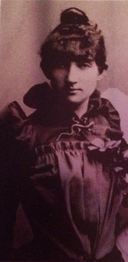Damen i Berlin, Portrett Dagny m salamandrenål (detalj av søsterportrett), foreløpig