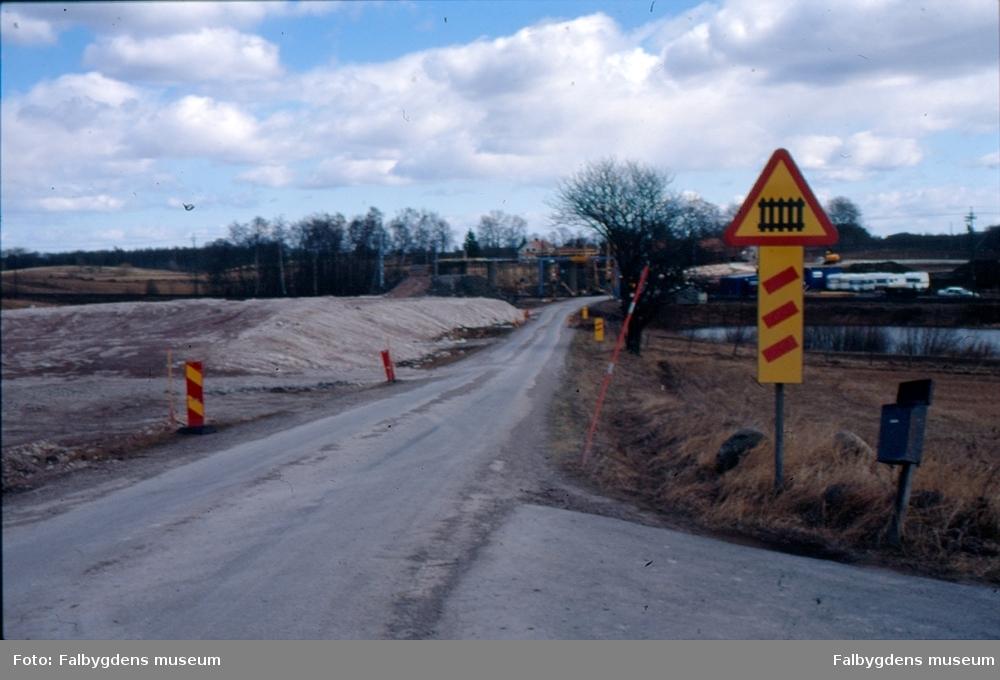 Brobygge över järnvägen vid Segerstad.