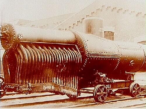 Alnängarna, Centralverkstäderna CV. Ångpanna till ånglok. Förman Enström Ett försök med en ångpanna med vattenröreldstad system Brotan. Pannan tillverkad av CV i Örebro med delar från Mannesmann i Tyskland. Pannan erhöll nr. 1095 i SJ lokpanneserie och hade CV Ör tillverkningsnummer 21 år 1909. Pannan lades in i lok litt Cc nr 735 i nov 1909. Loket hade tidigare kolliderat med ett godståg i Huddinge och reparerades i Örebro. Efter diverse problem togs pannan ut ur loket okt 1911 och modifierades. Las i sept 1912 åter in i lok 735 i Liljeholmen för att sept 1914 i Örebro plockas ut från loket för att aldrig mer användas i lok. Vid inventering 1 mars 1919 anges pannan som obefintlig. Möjligen har pannan använts som stationär ångpanna för vagnuppvärmning i Halmstad.