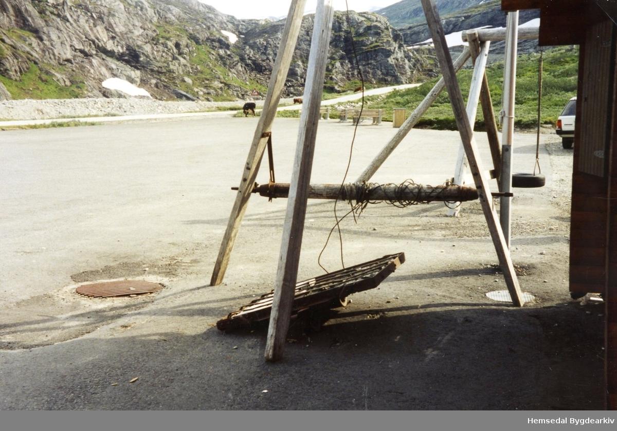 Stubbebrytar og steinmerr.  Steinmerra var ei enkel form for lastevagge, brukt m.a. til vegbygging. Den hadde to hjul under midten og trong då berre ein skjenegang. Dei brukte spett til å styra  og få den framover. Lettare å bruka denne enn ei trillebår.