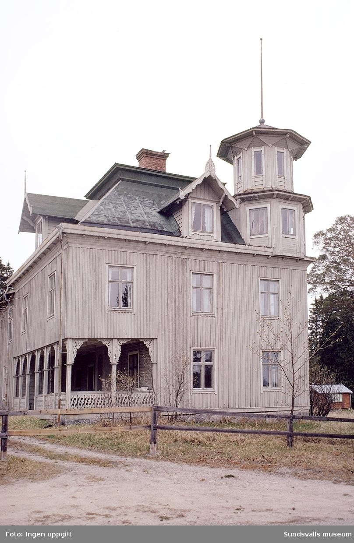 Juniskärs pensionat f d herrgård. Pensionatet bedrev verksamhet under 1930- och 1940-talet och revs i slutet av 1970-talet.