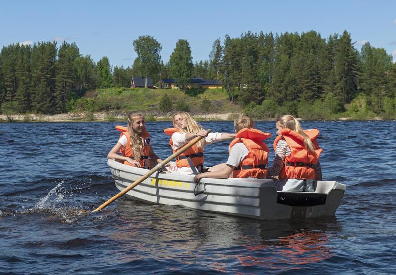 Skoleelever på rotur i Glomma under Skog og vann 2014 (Foto/Photo)