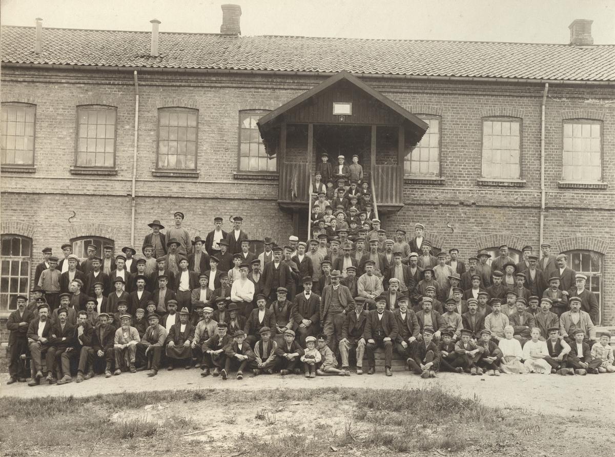 Anställda vid Eda Glasbruk 1910.