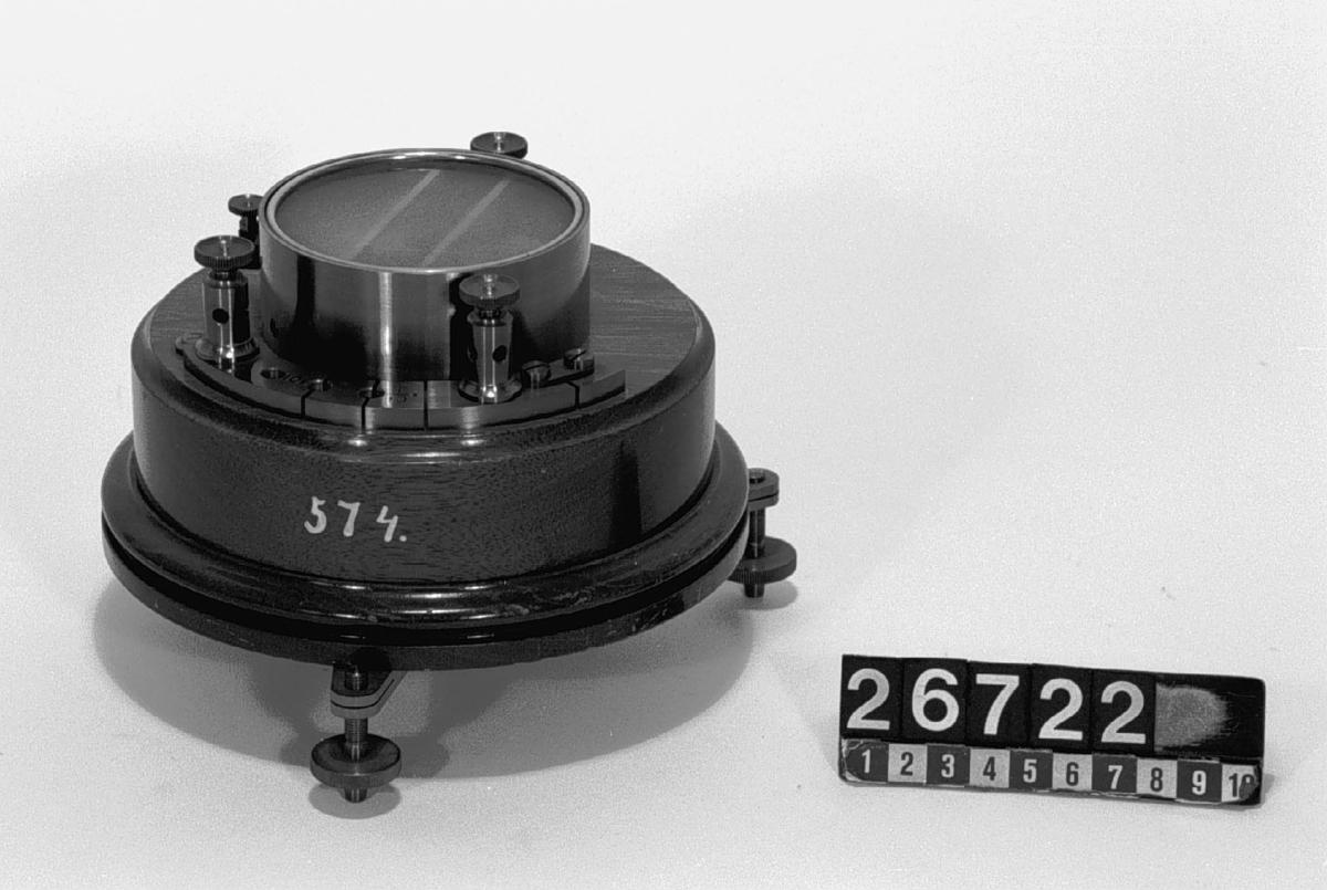 Galvanometer av mässing och trä, för användning i en Wheatstone-brygga. KSHS 574