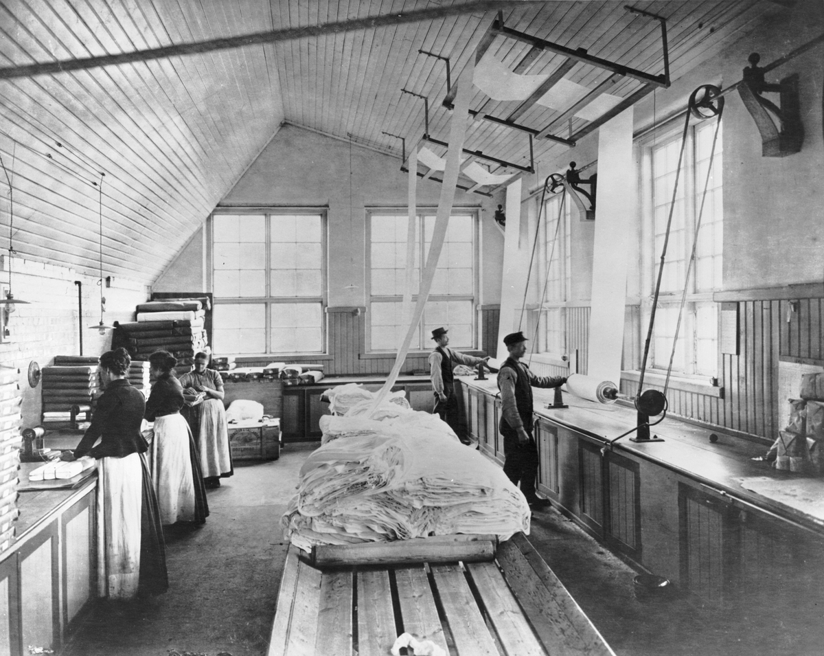 Granskningsrummet vid Gamlestadens Fabriker, omkring 1900.
