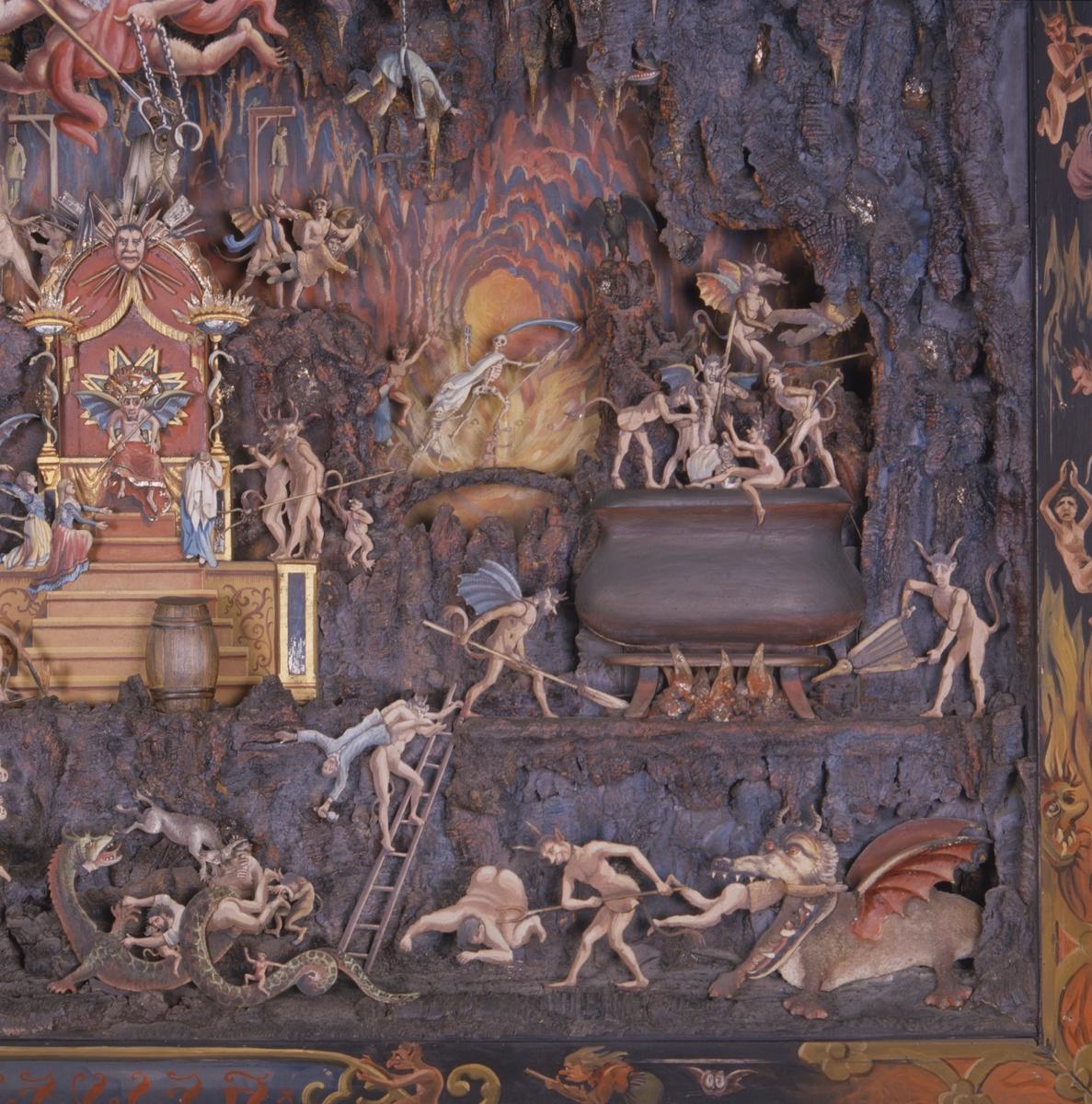 """Mekanisk modell. Framställning av helvetet, av trä med rörliga målade figurer av plåt. Använt vid inspelning av filmen """"Häxan"""". 1919-1921."""