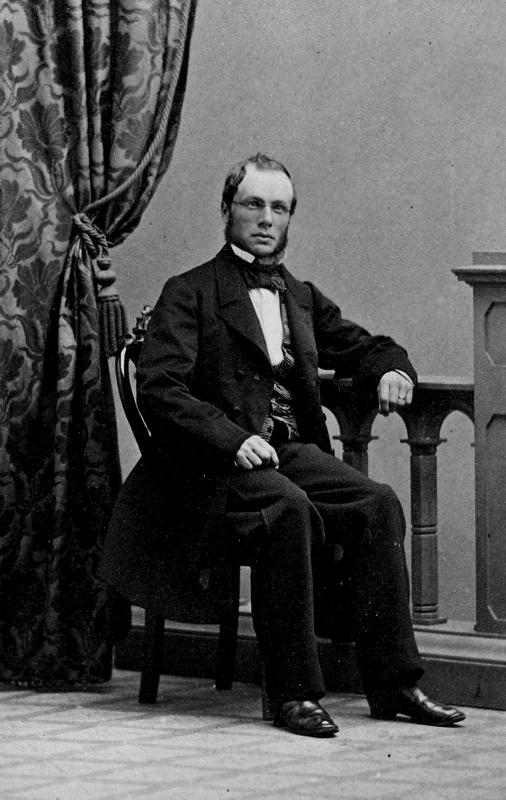 En man. Conrad August Adlers, född 1823 i Länsmansgården i Kumlaby, Kumla, Örebro län, död 1901 i Stockholm. Fil. dr.  Tullförvaltare i Stockholm, Riddare av Kungliga Wasa-Ordern. Son till Yxhultsgrundaren Conrad Adlers och äldre bror till Gustaf Adlers.
