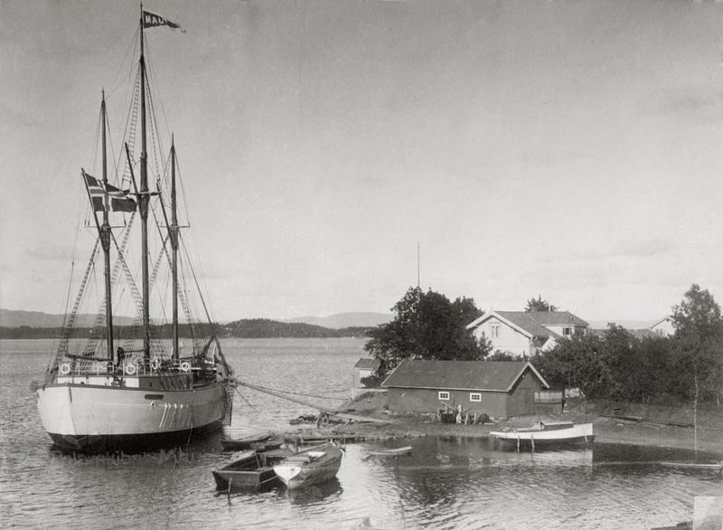 Maud fortøyd før avreise 1918