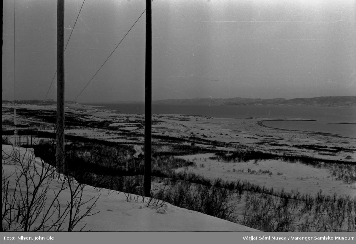 Utsikt over deler av Burnes og nesten hele Nesseby med kirka i bakgrunnen. 1967.