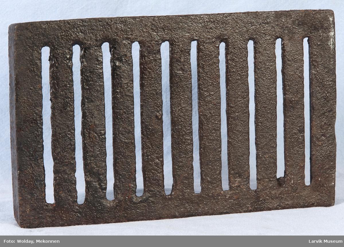 Bunnrist til ovn. Rektangulær form med opphøyde kanter
