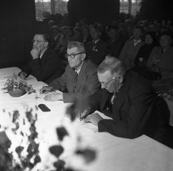 Dommarar (ukjente) frå ein kappleik i Bø i 1954 (foto: varde