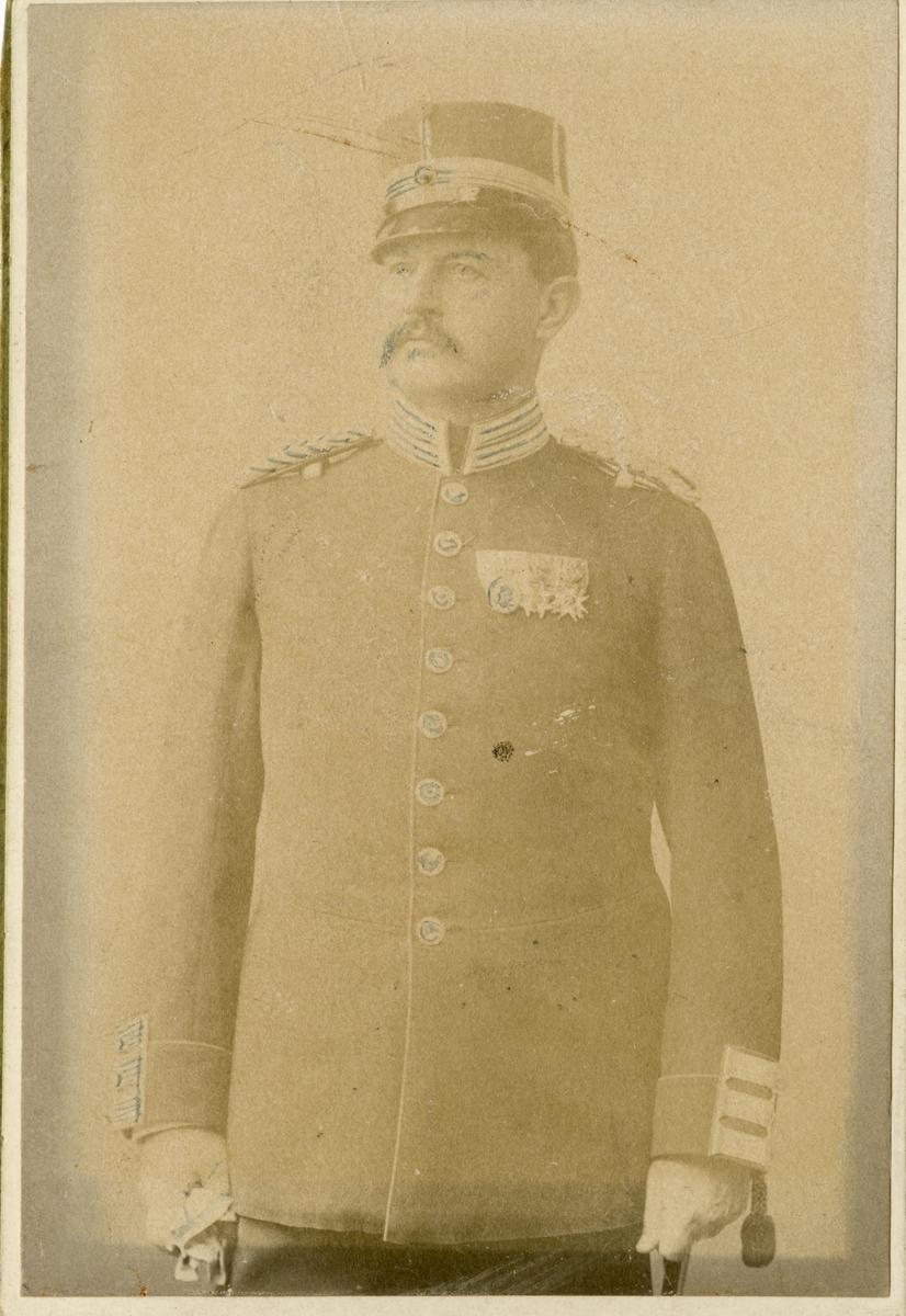 Porträtt av Johan Ludvig August Falkman, officer vid Göta livgarde I 2.  Se även bild AMA.0007318.