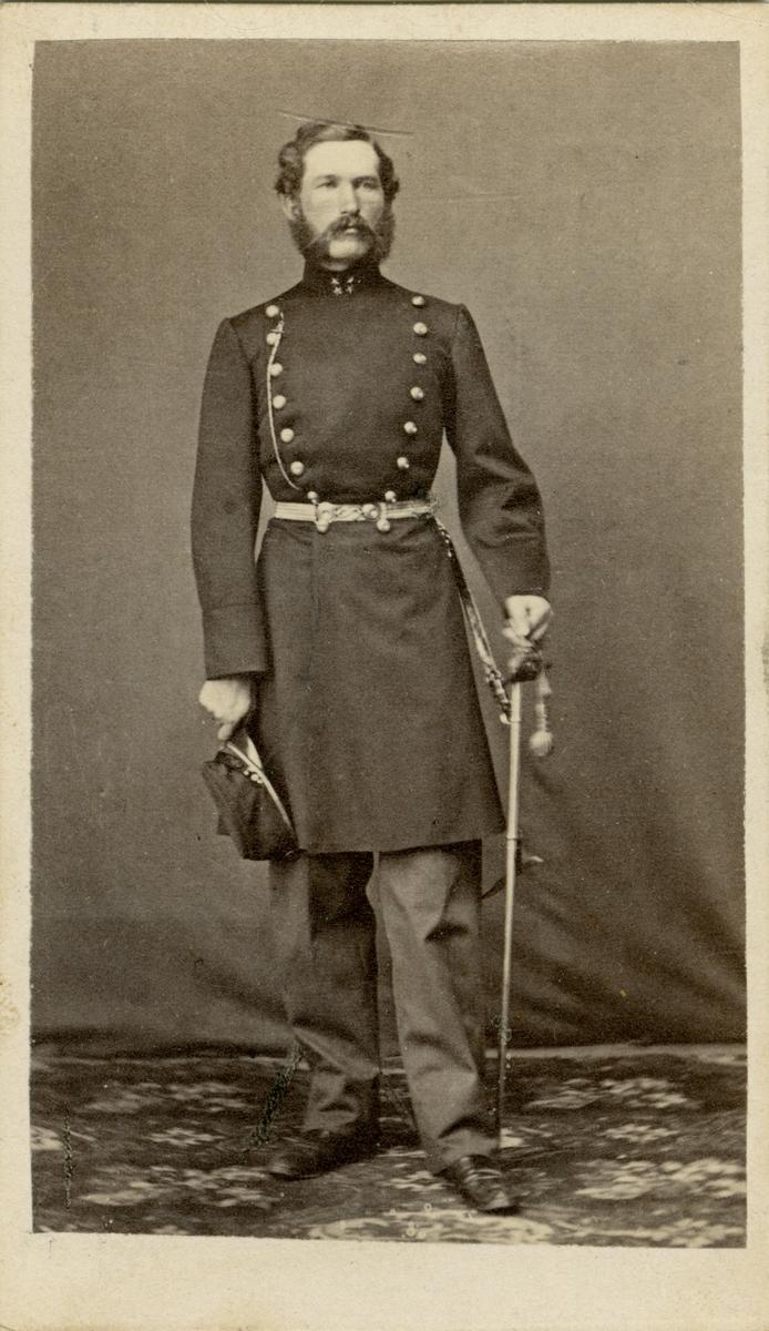 Porträtt av Gustaf Henric Falkegren, löjtnant vid Kronobergs regemente I 11.  Se även bild AMA.0001992.