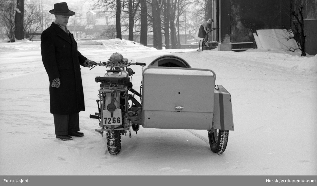 Motorsykkel med sidevogn og varekasse bak, reg. som V-7266