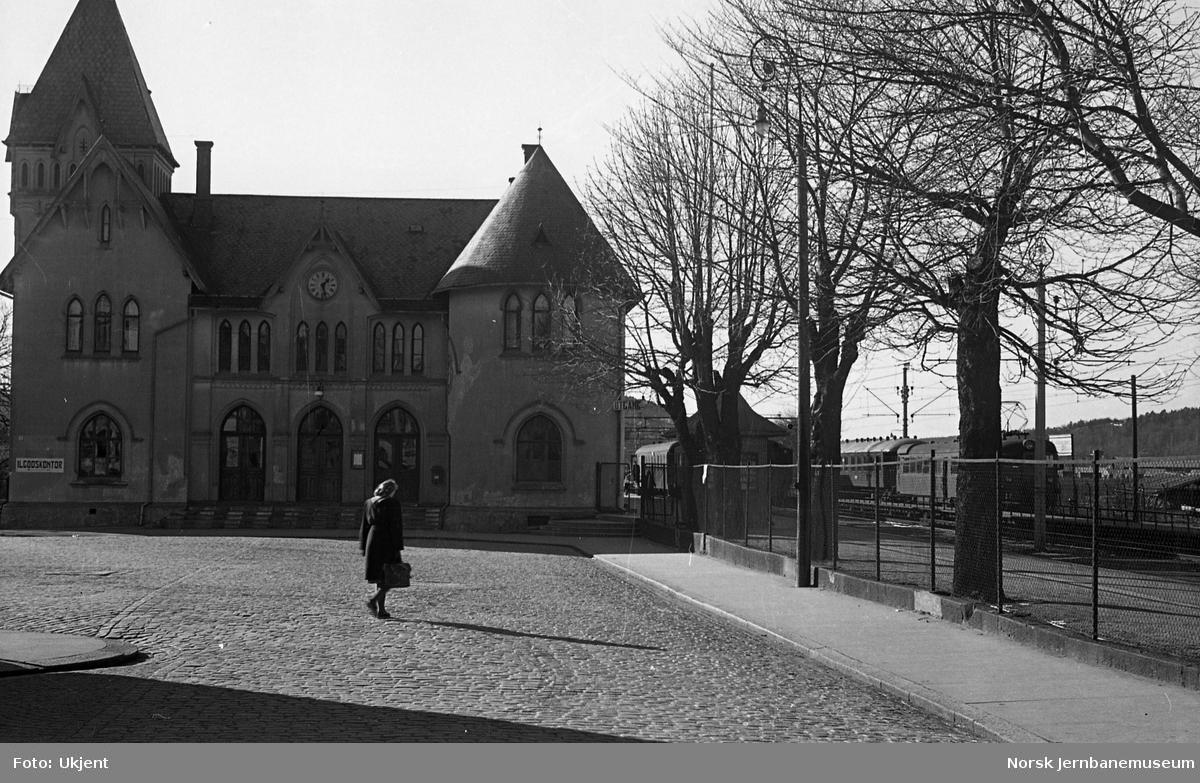 Halden stasjon, stasjonsbygningen
