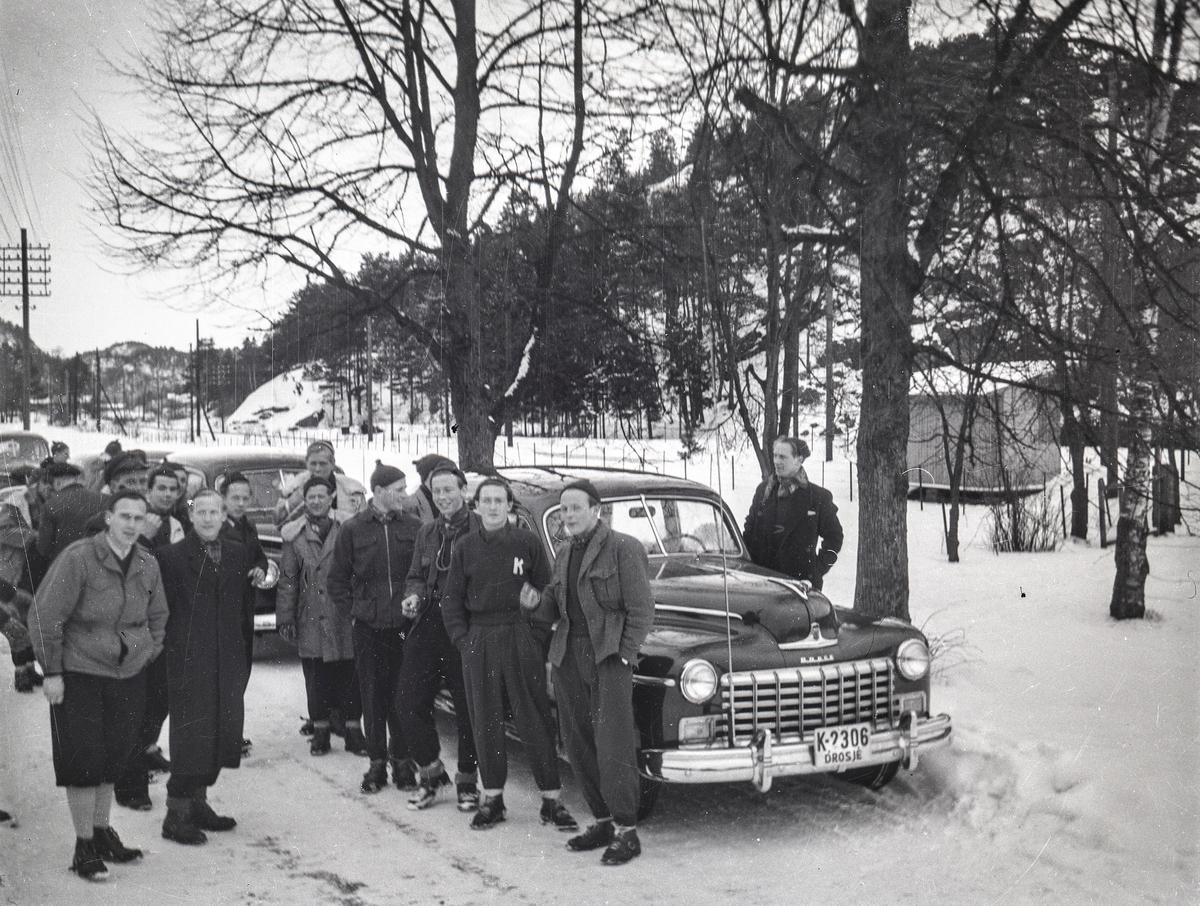 Kongsberg skiers and members of the Italian skiing team preparing for OG in 1952