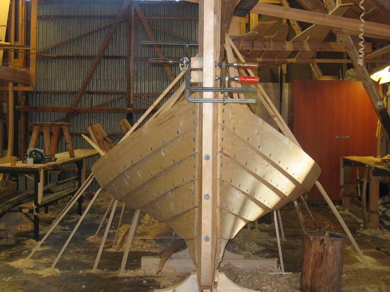 Børsabåten Eivind under bygging. Man kan tydelig se sporene etter åfjordsbåten. (Foto/Photo)