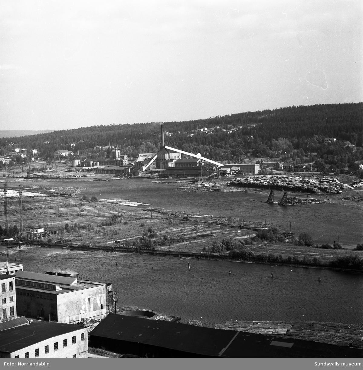 Vyer tagna från Nolbykullen över Svartvik, Essvik och Kvissleby. Harabergsbron, Dövikssjön, Sandslån, Klampenborg.