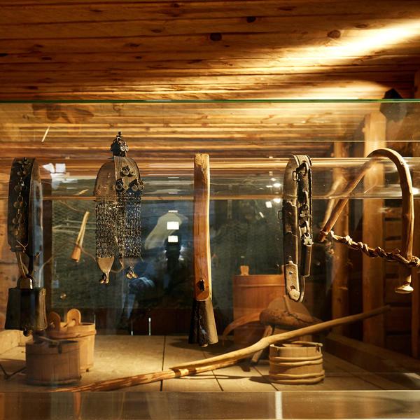 """Fra utstilling """"Gårdsarbeid"""". Foto/Photo"""