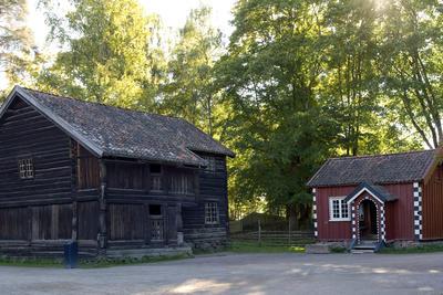Ylistua og Cappelenstua i Telemarkstunet. Foto/Photo
