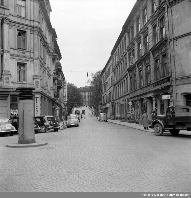 Holbergs gate, sett fra Holbergs plass. Februar 1958.