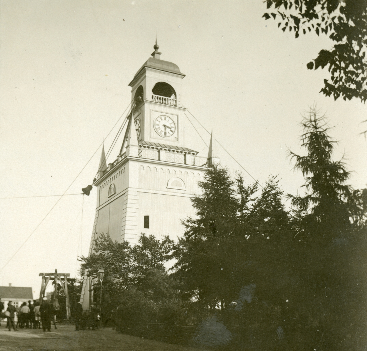 Klockstapeln i Karlskrona. Ombyte av klockorna i kyrkan 1909 Gåva av Lennart o Britta Holmberg