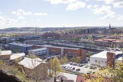 Utsikt från stadsdelen Trädgården i nordost mot Mölndalsbro