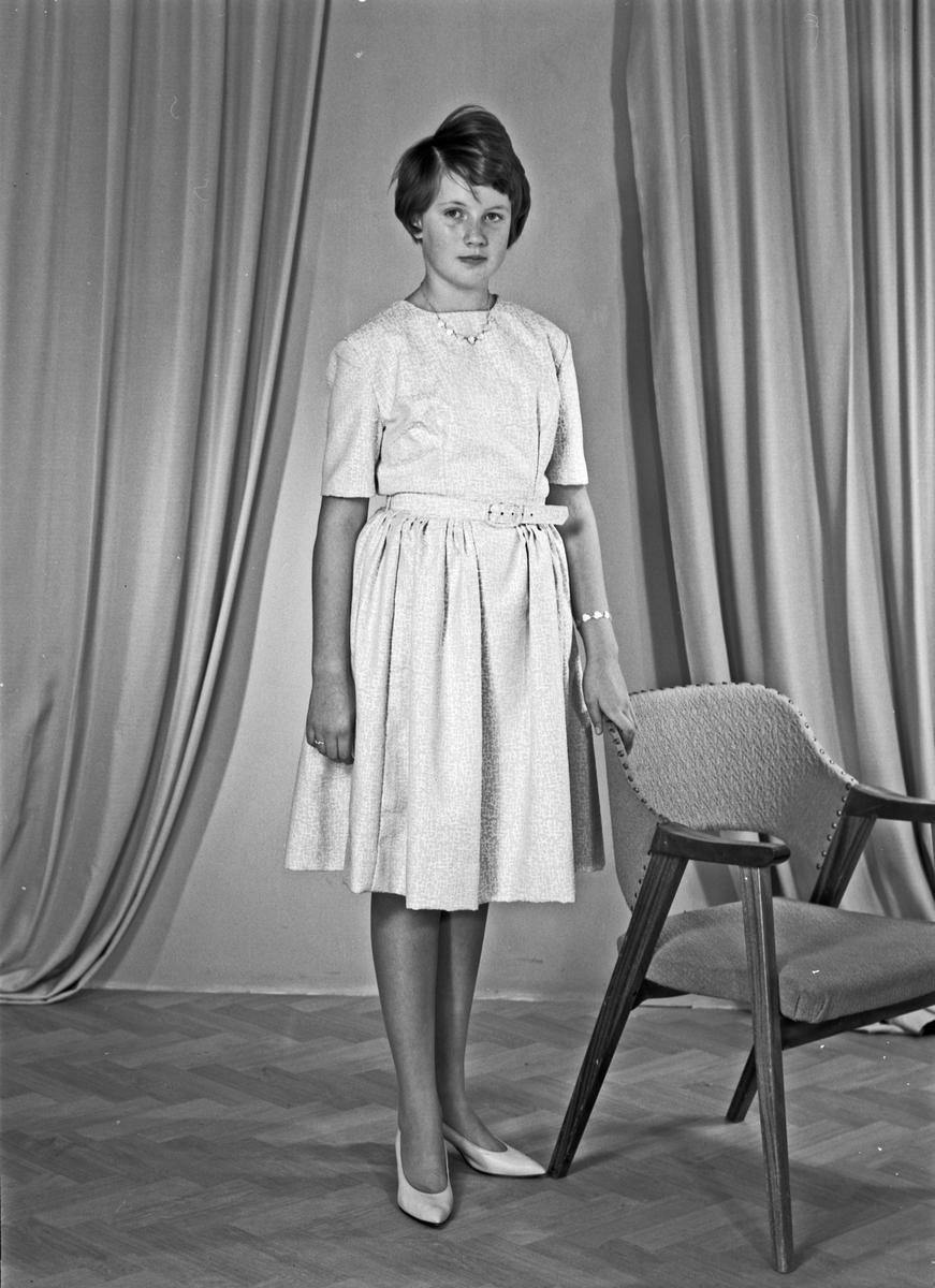 Portrett av ung kvinne - bestiller Hildegunn Våga